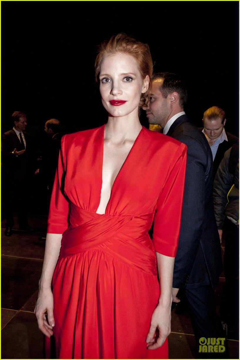 jessica chastain saint laurent fashion show 10