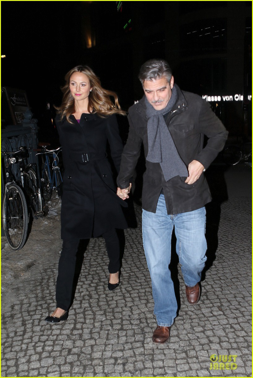 george clooney stacy keibler grille royal dinner with matt damon 212831638