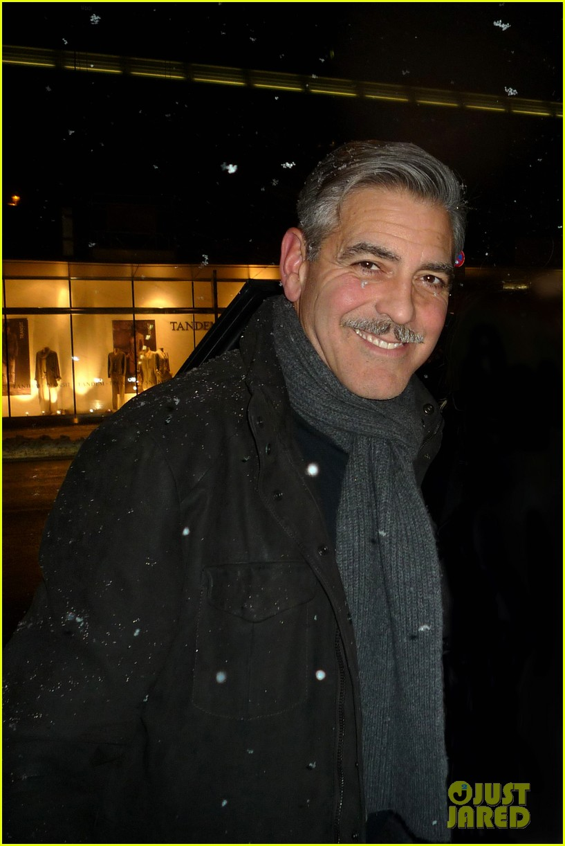 george clooney monuments men set with stacy keibler 03
