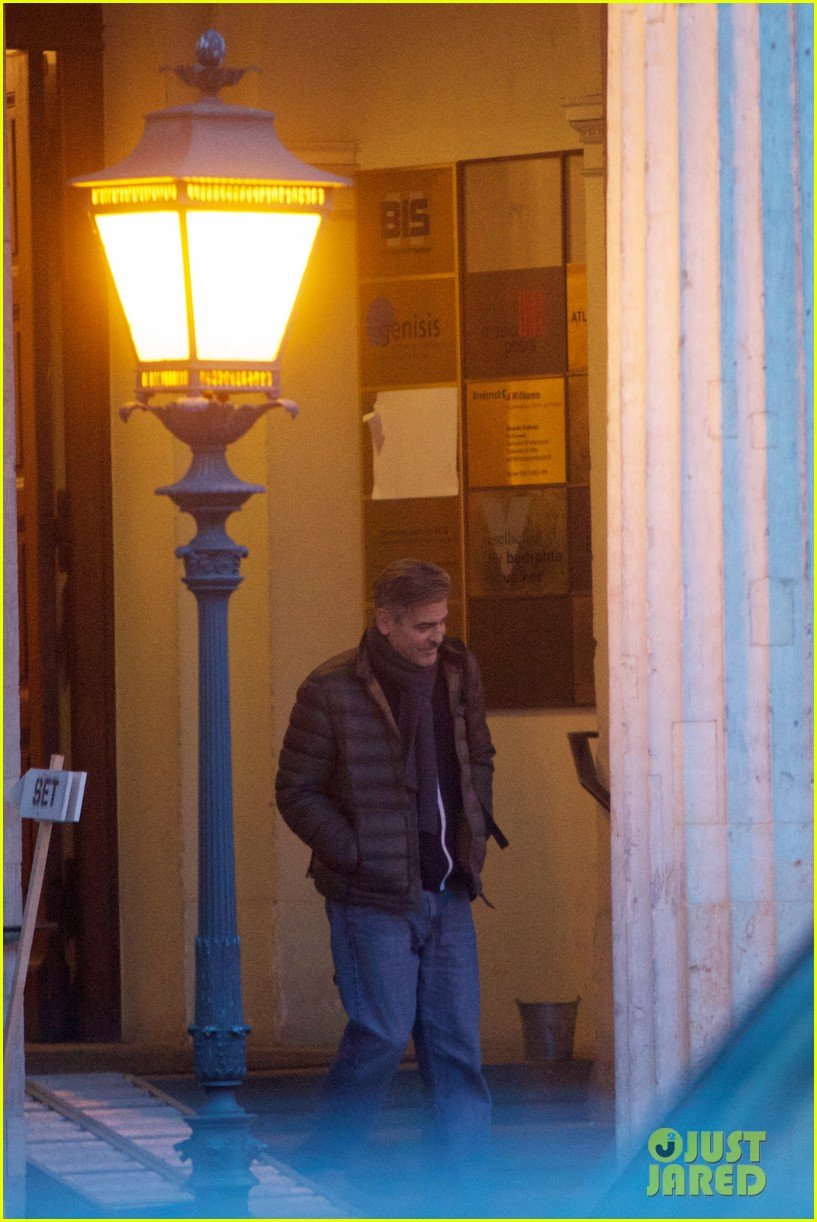 george clooney monuments men set with stacy keibler 04