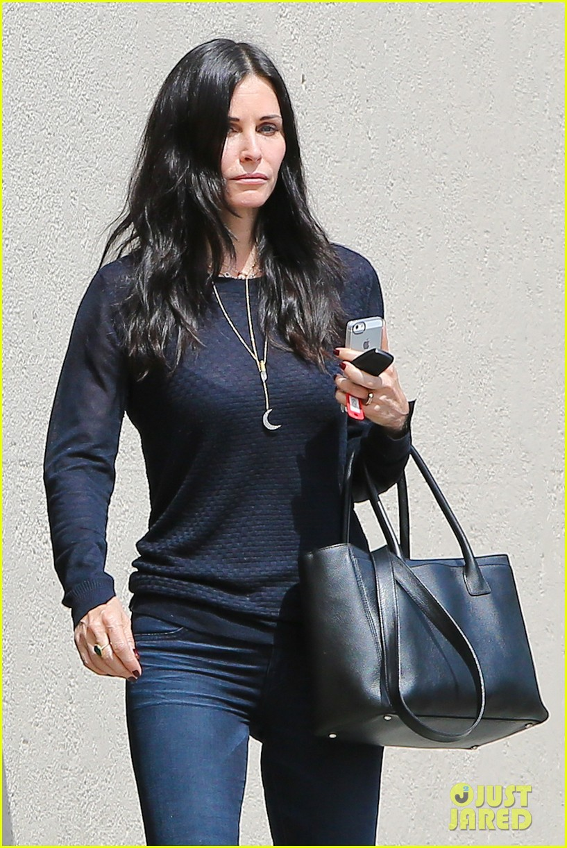 courteney cox thrilled about cougar town renewel 042838089