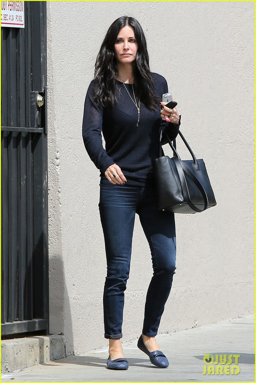 courteney cox thrilled about cougar town renewel 062838091