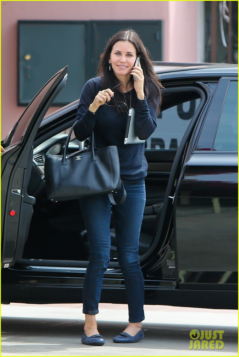 courteney cox thrilled about cougar town renewel 092838094