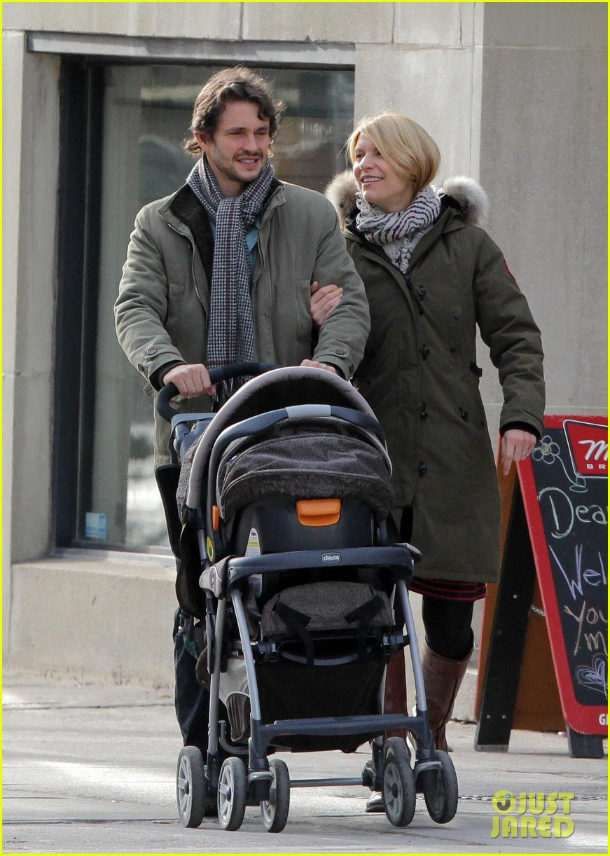 claire danes hugh dancy family day with baby cyrus 03