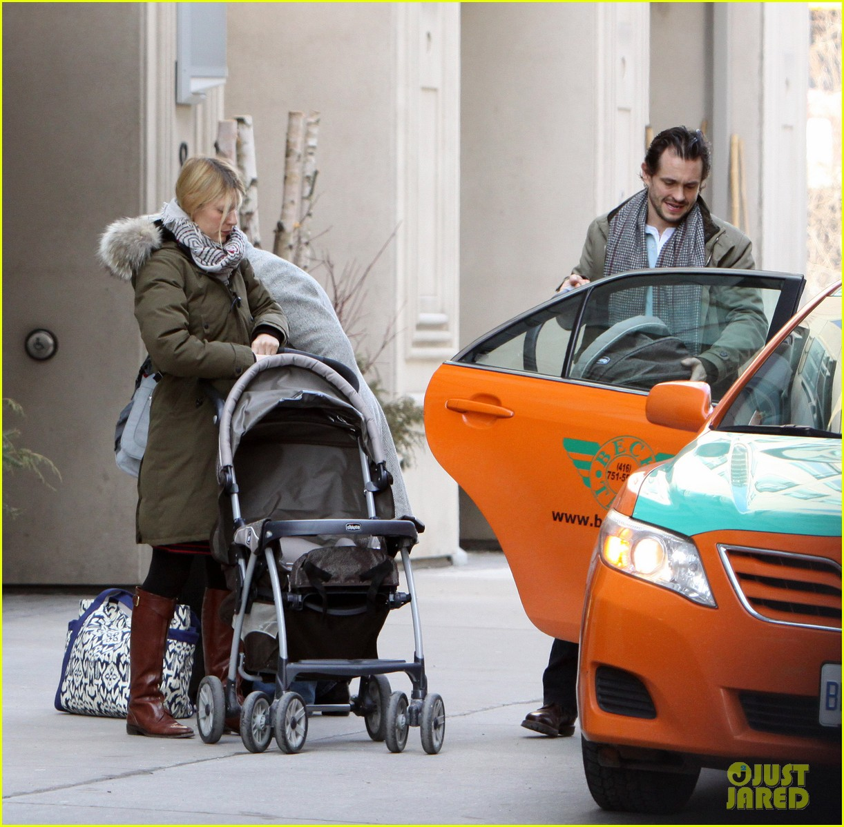 claire danes hugh dancy family day with baby cyrus 07