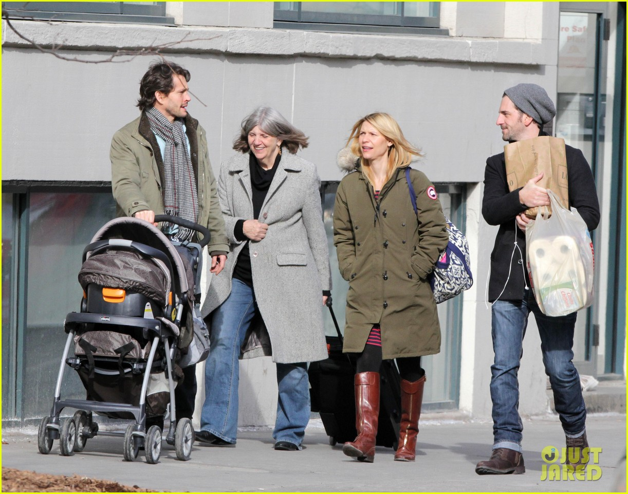claire danes hugh dancy family day with baby cyrus 08