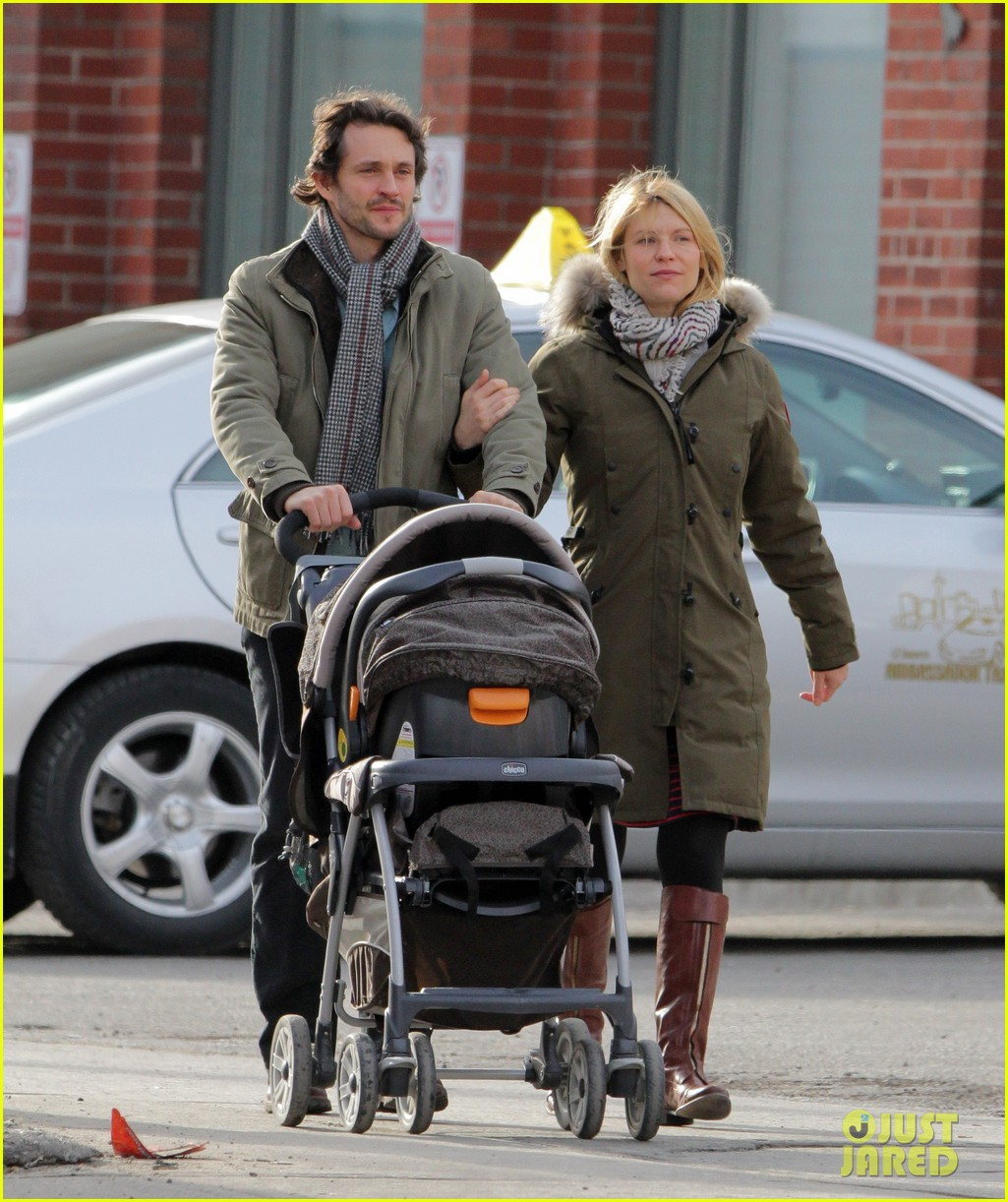 claire danes hugh dancy family day with baby cyrus 202828265