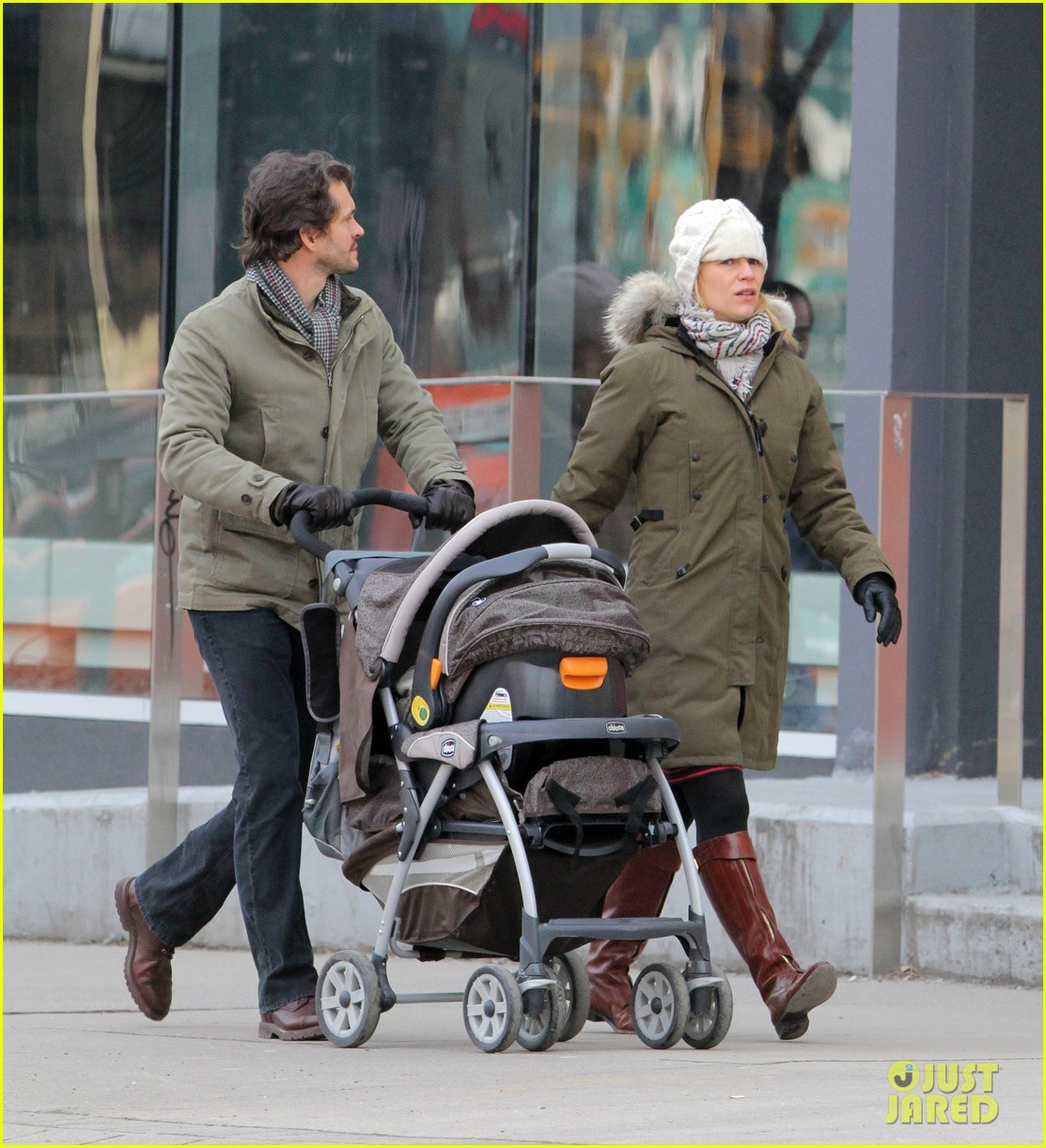 claire danes hugh dancy family day with baby cyrus 22