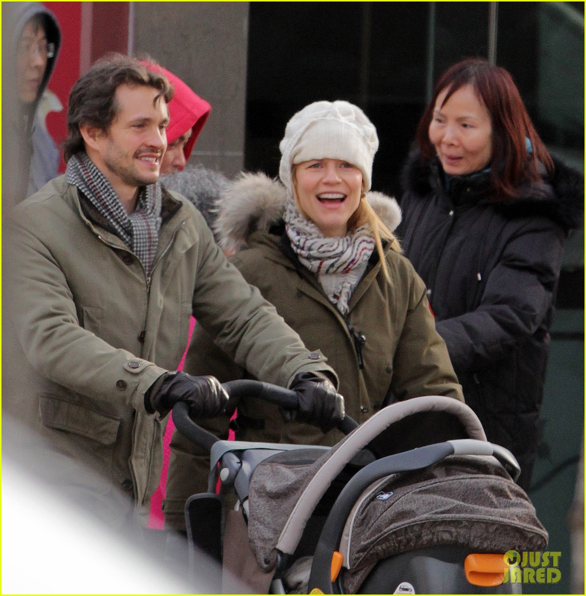 claire danes hugh dancy family day with baby cyrus 24