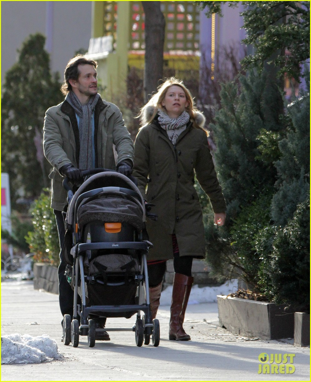 claire danes hugh dancy family day with baby cyrus 29