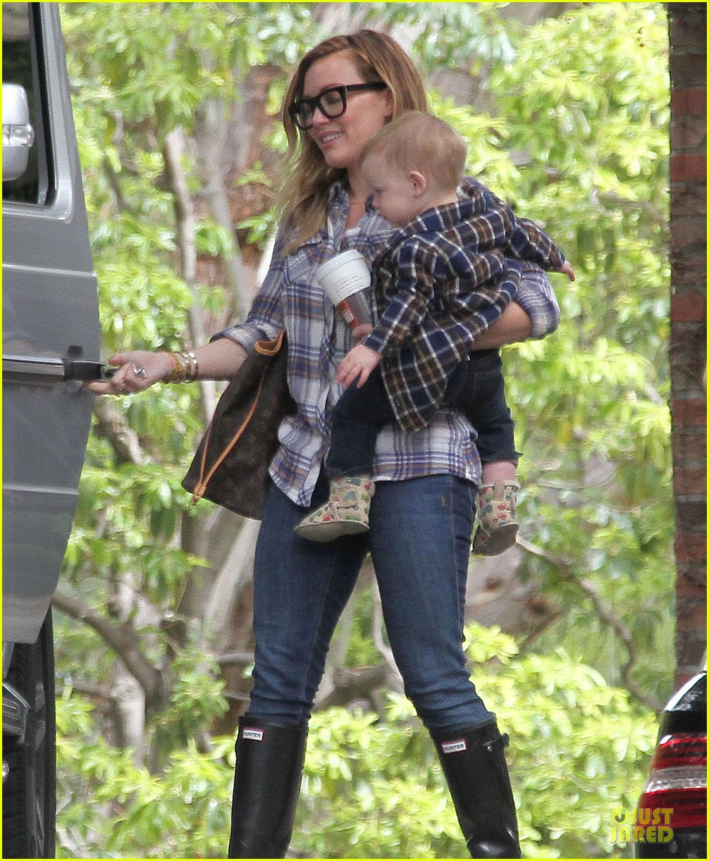 hilary duff mike comrie birthday party with luca 05