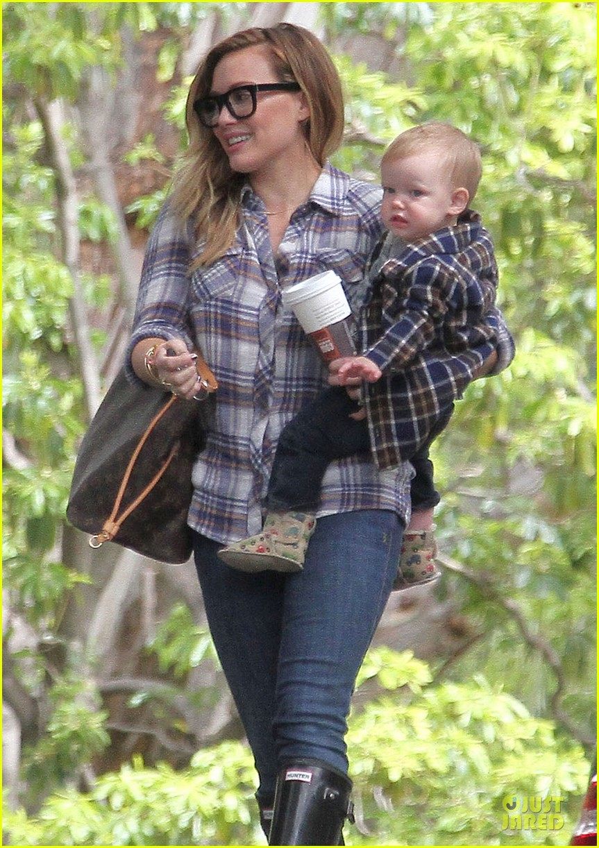 hilary duff mike comrie birthday party with luca 27