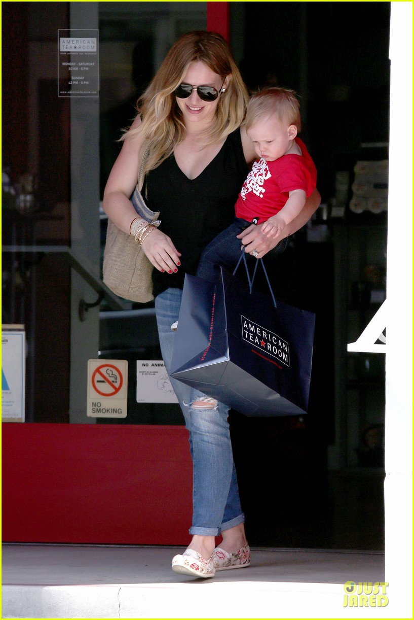 hilary duff daily grill lunch stop 192836070
