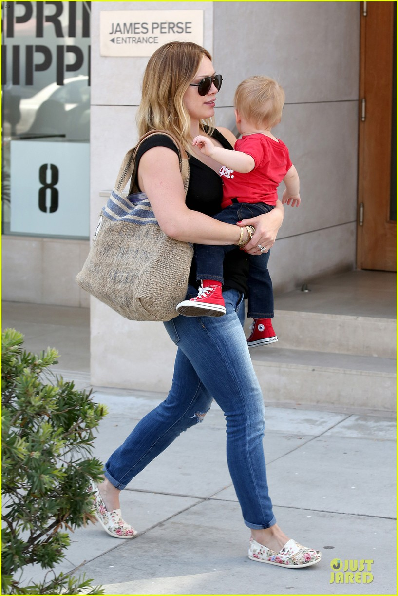 hilary duff daily grill lunch stop 242836075