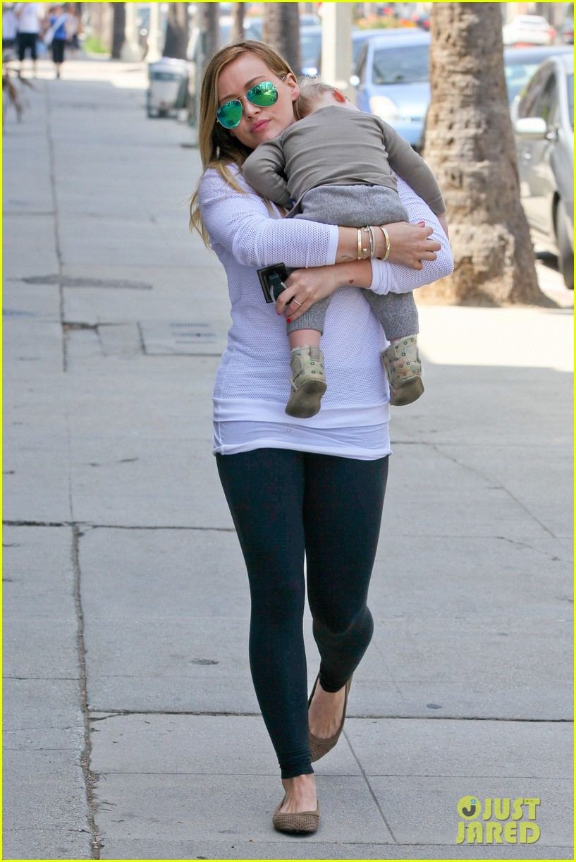 hilary duff la outing with sleepy luca 05