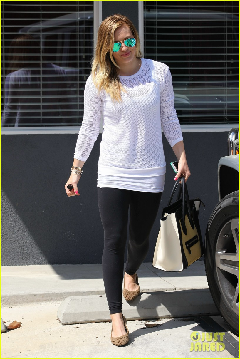 hilary duff la outing with sleepy luca 18