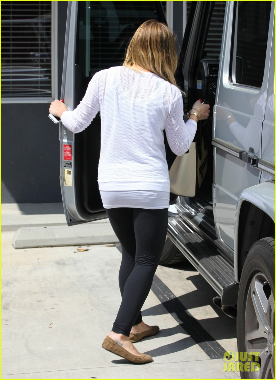 hilary duff la outing with sleepy luca 242839199
