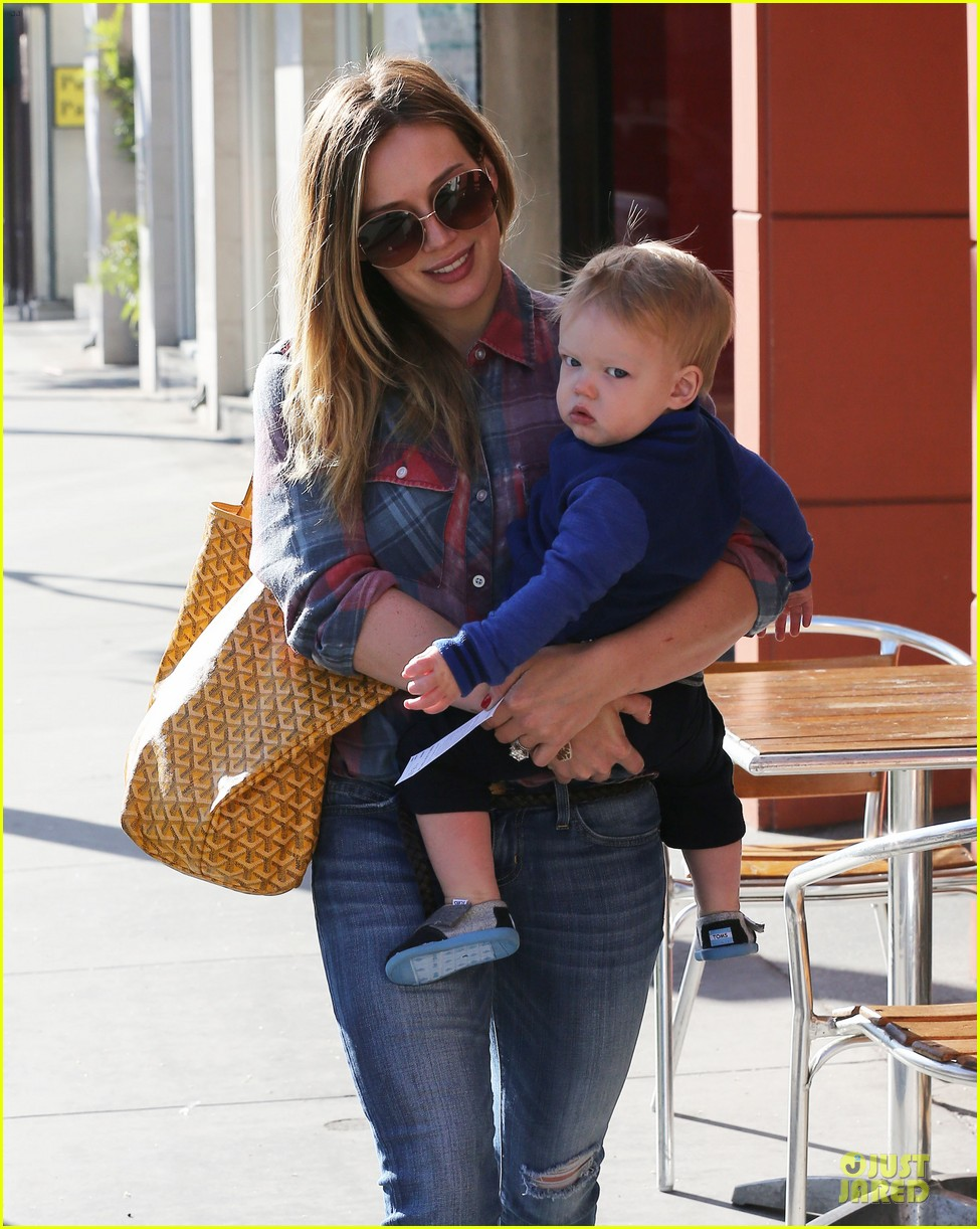 hilary duff plaid breakfast with luca 29