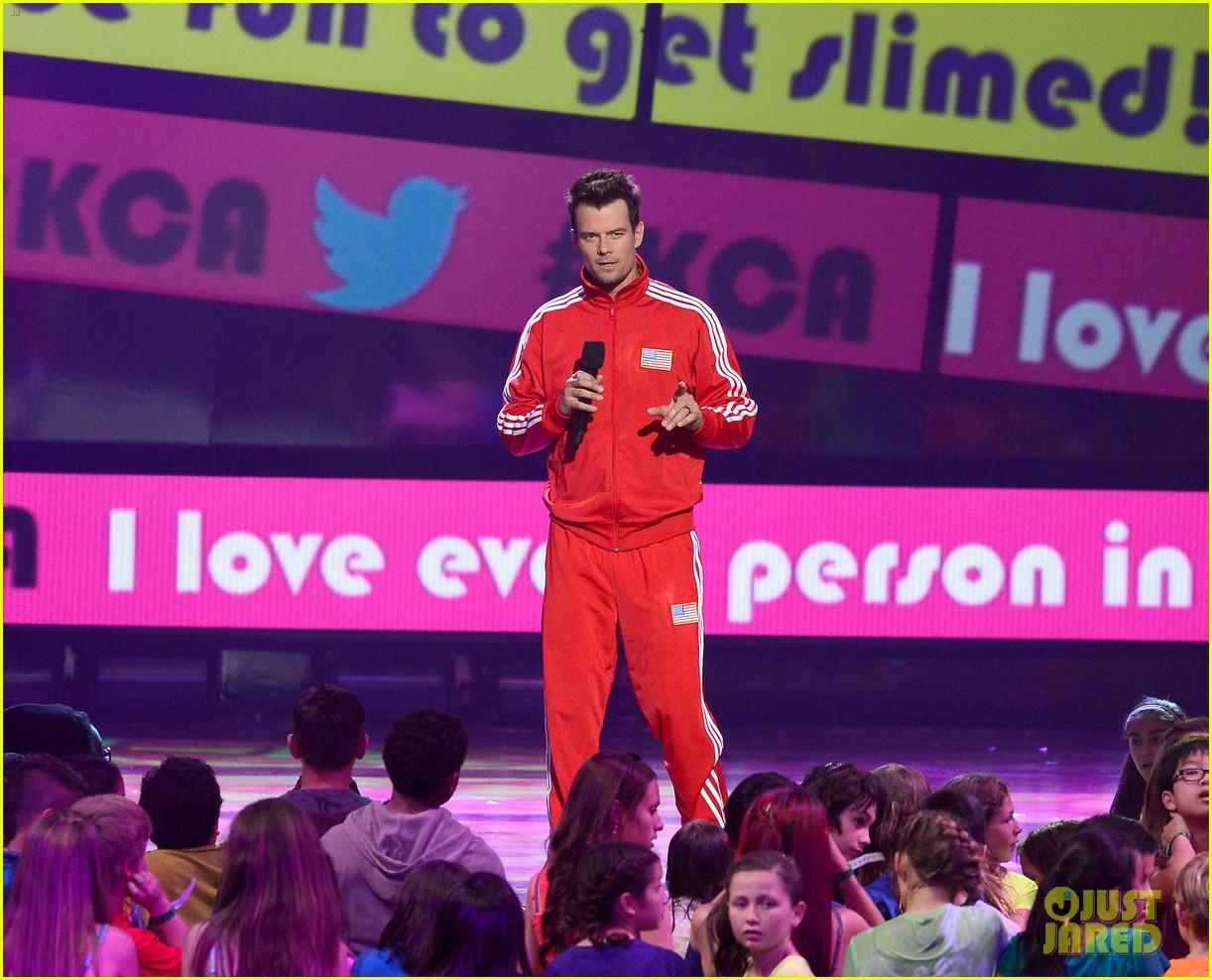 josh duhamel slime covered host at kids choice awards 2013 01