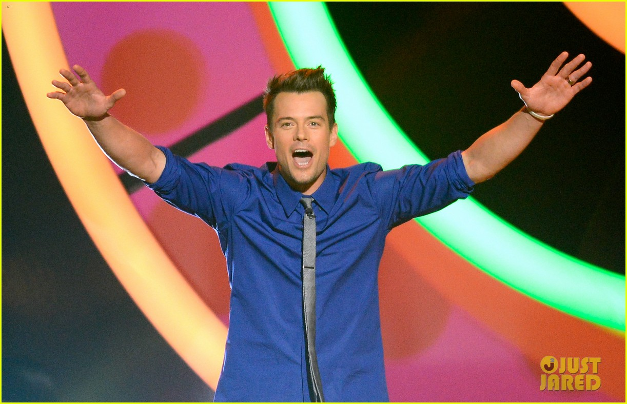 josh duhamel slime covered host at kids choice awards 2013 03