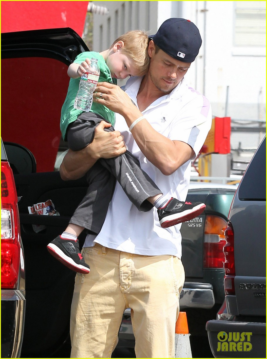 josh duhamel in n out outing 10