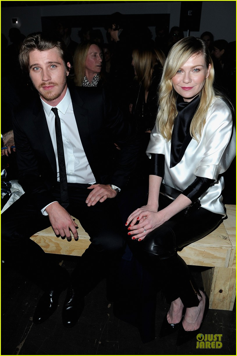kirsten dunst garrett hedlund saint laurent fashion show 03