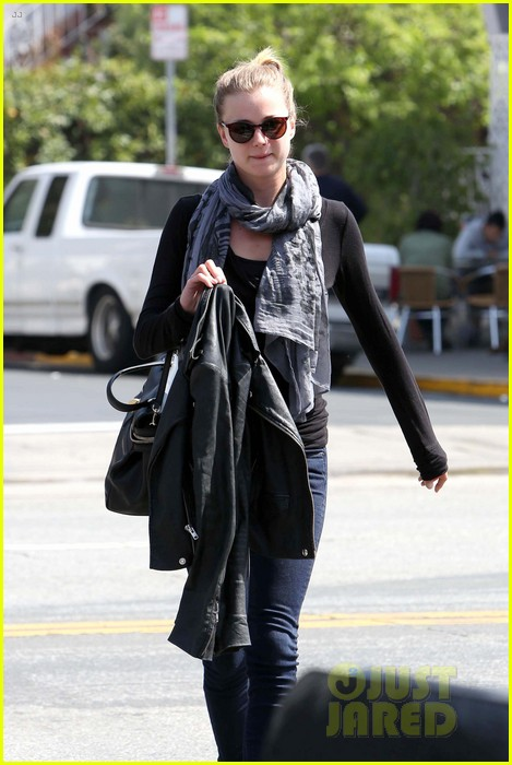 emily vancamp gelsons grocery shopper 03