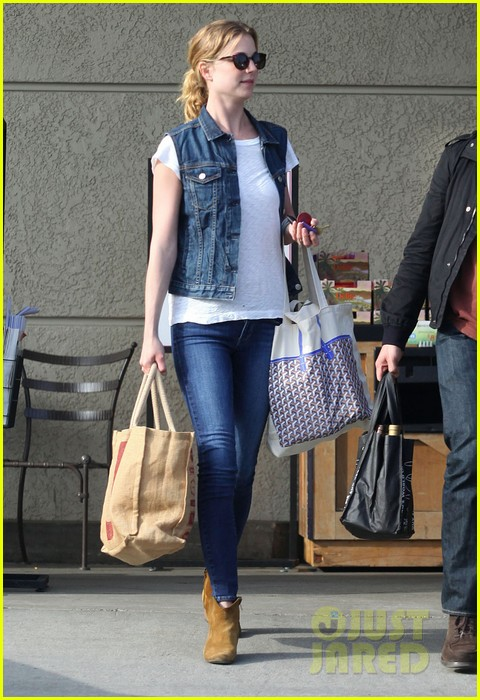 emily vancamp gelsons grocery shopper 04