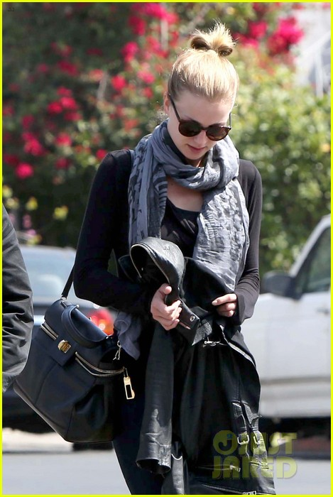 emily vancamp gelsons grocery shopper 25