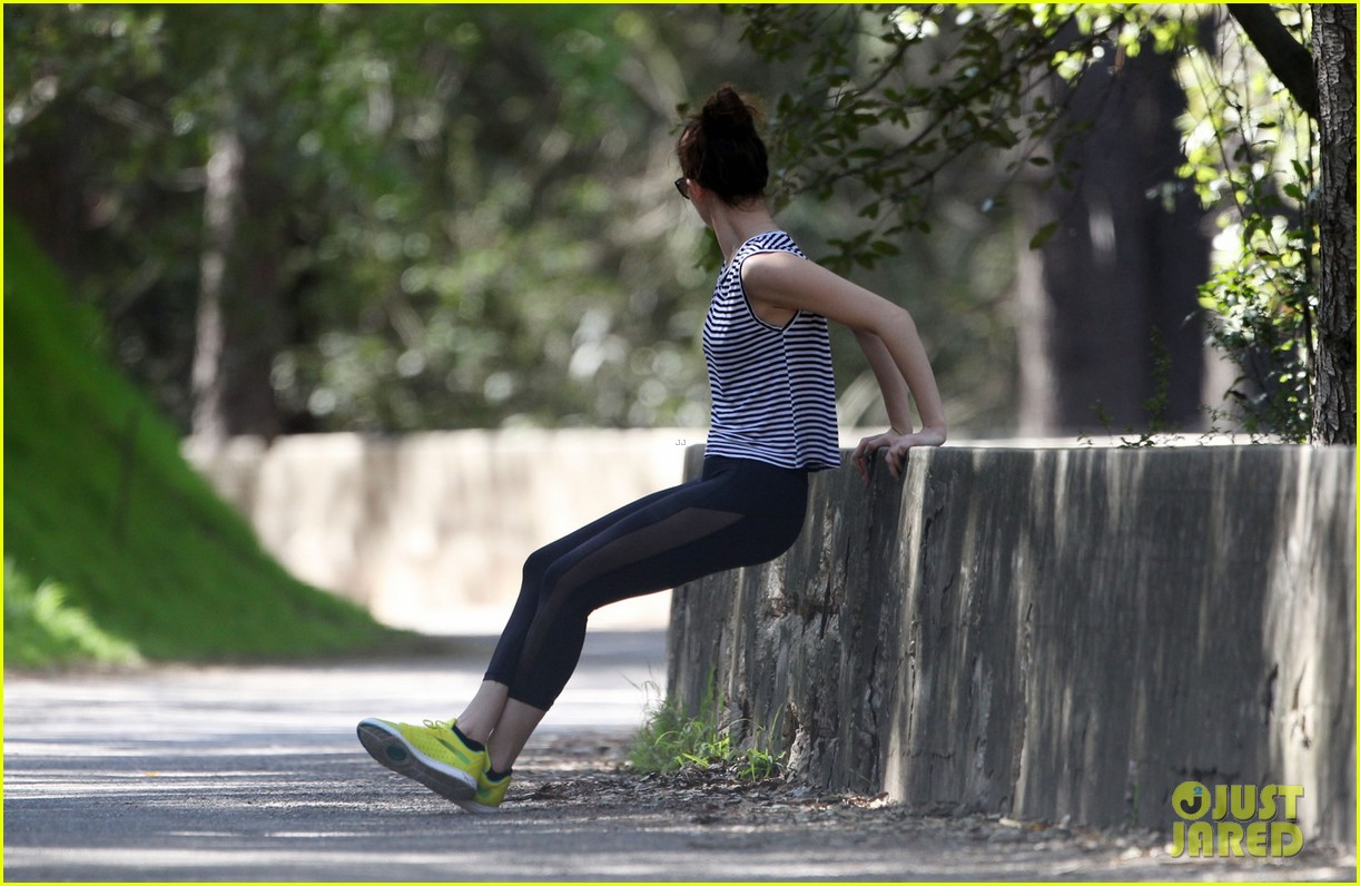 emmy rossum hollywood hills hike 03