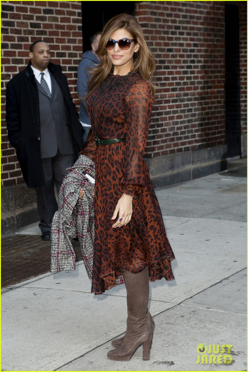 eva mendes late show appearance 01