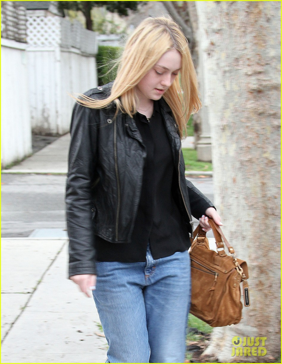 dakota fanning pedicure pampering 10