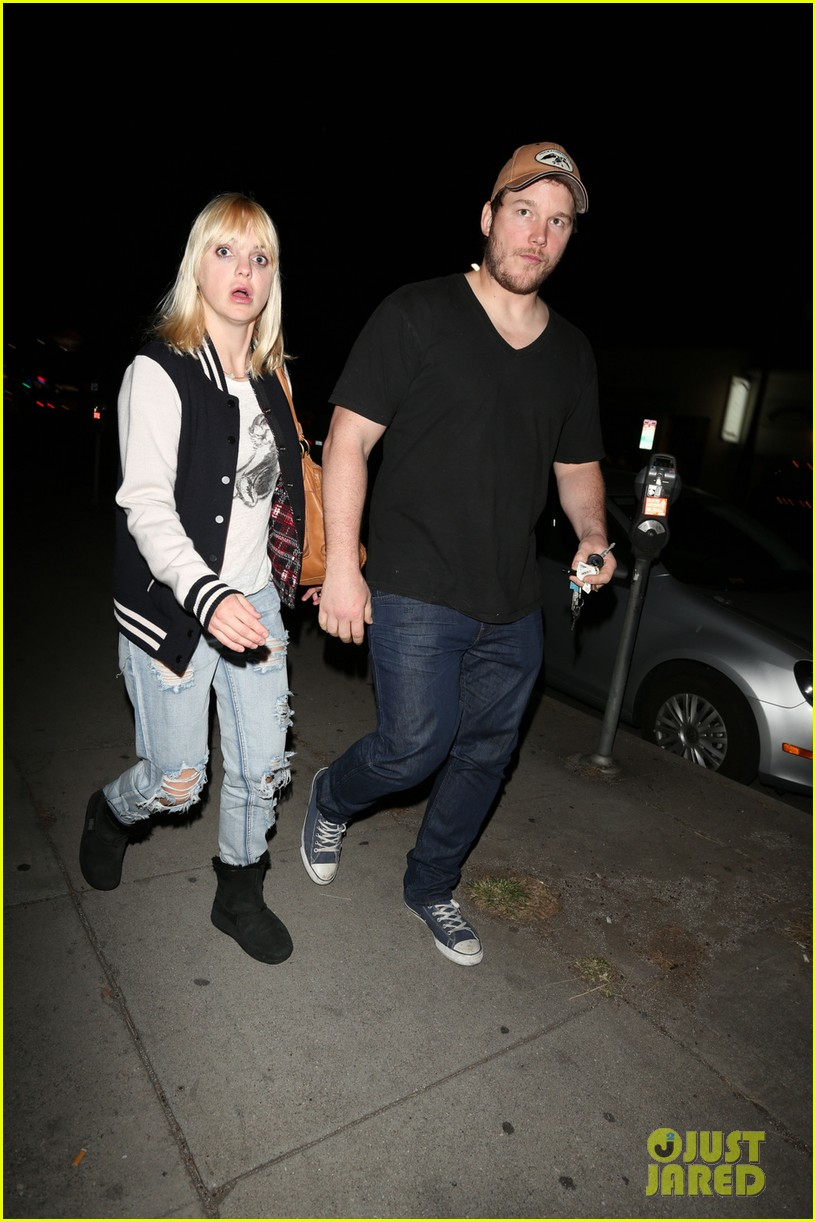 anna faris chris pratt birthday party pair 03