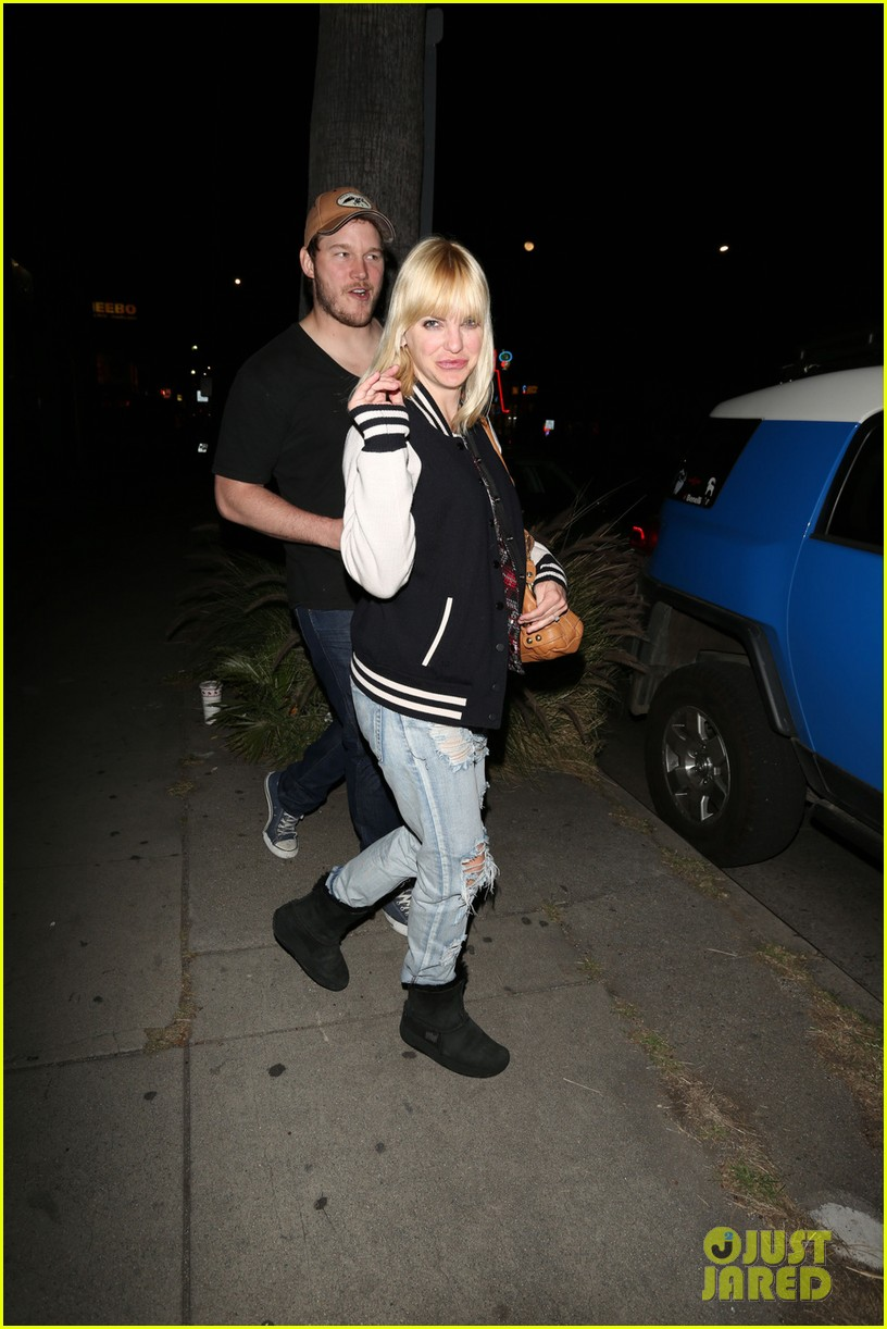 anna faris chris pratt birthday party pair 08