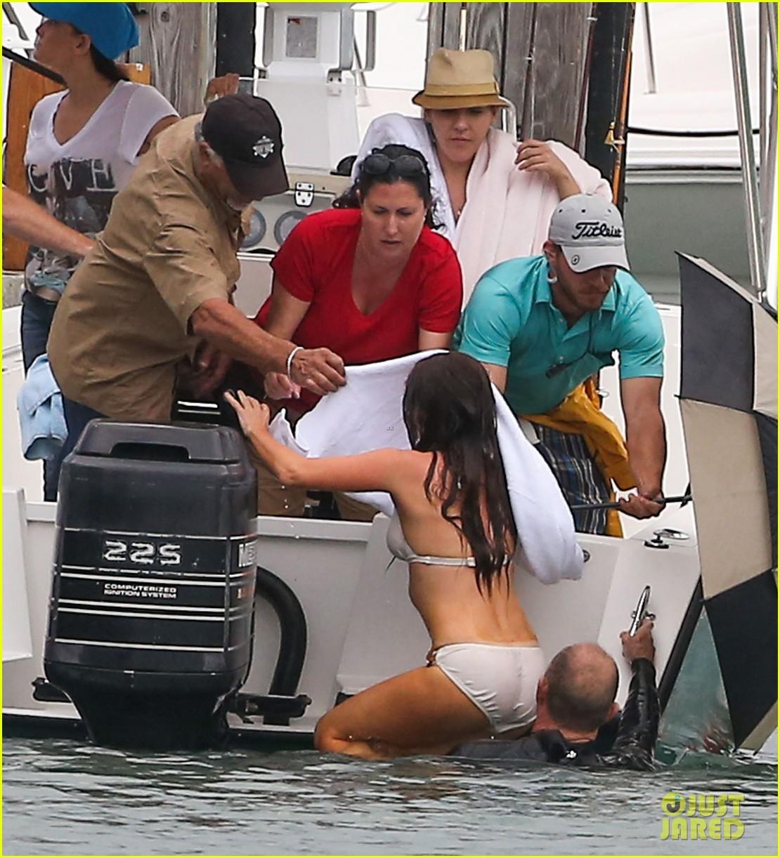 isla fisher bikini babe on untitled elmore leonard project set 05