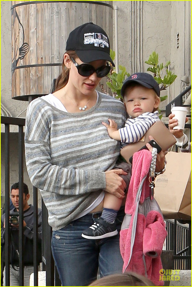 jennifer garner huckleberry breakfast with the kids 022840440