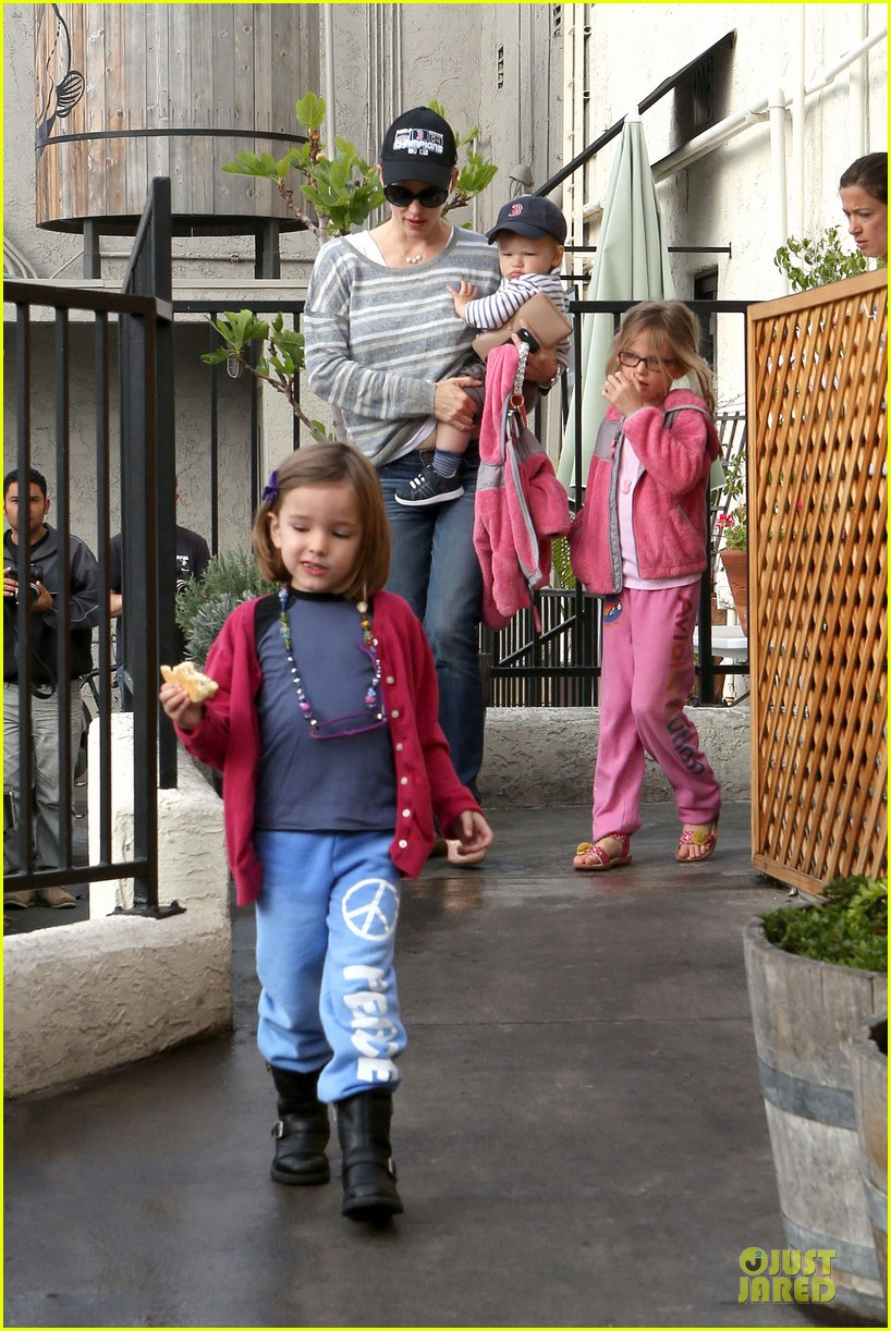 jennifer garner huckleberry breakfast with the kids 142840452