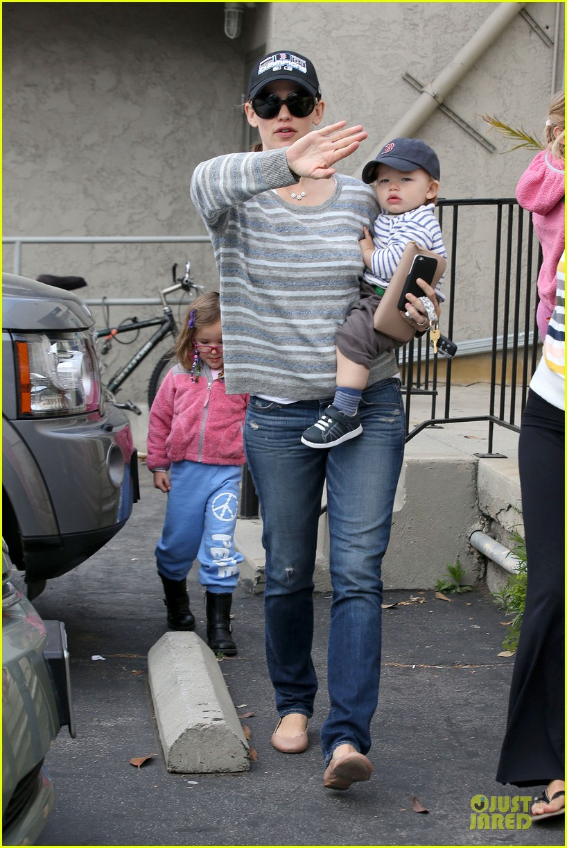 jennifer garner huckleberry breakfast with the kids 172840455