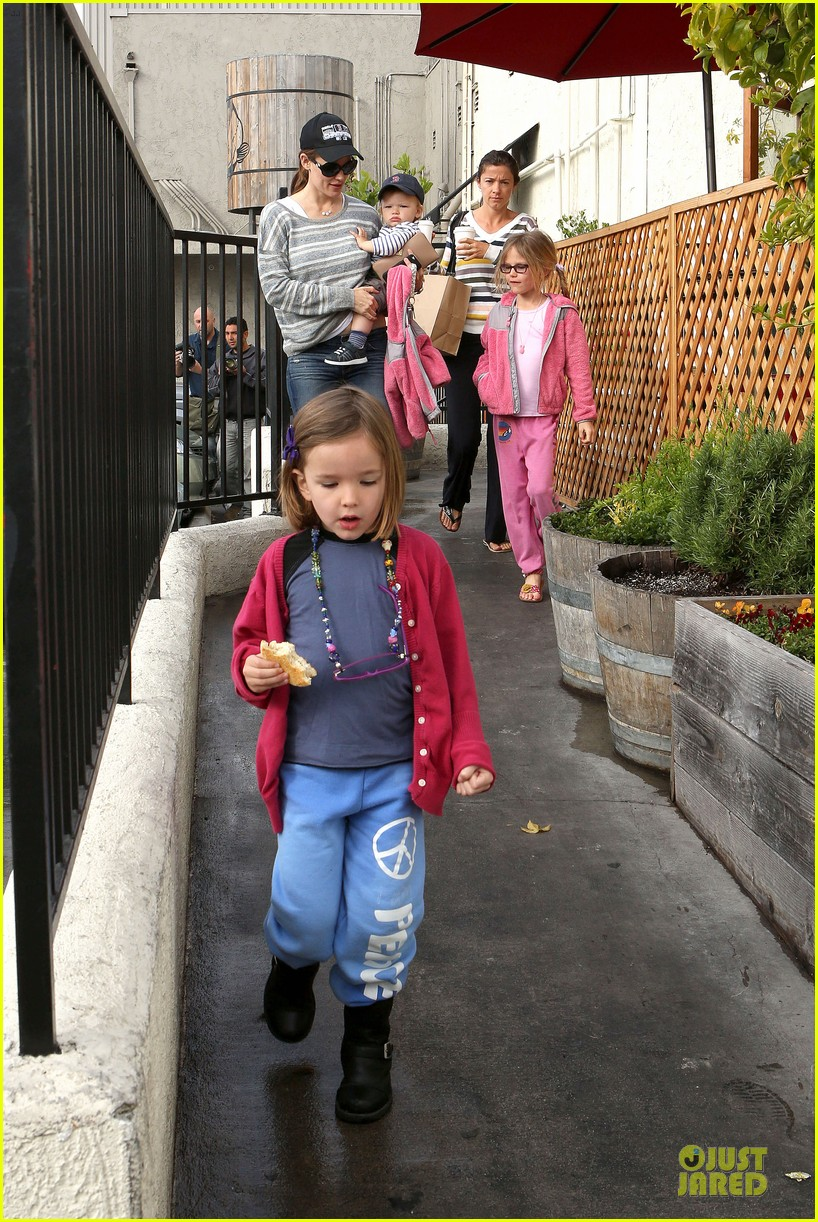 jennifer garner huckleberry breakfast with the kids 232840461