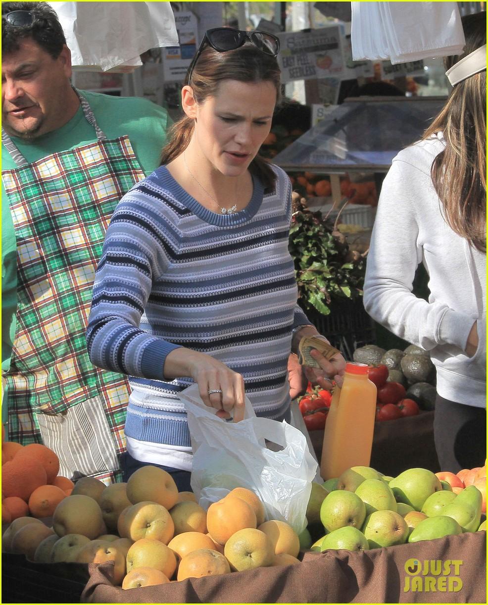 jennifer garner ben affleck farmers market family 042837360