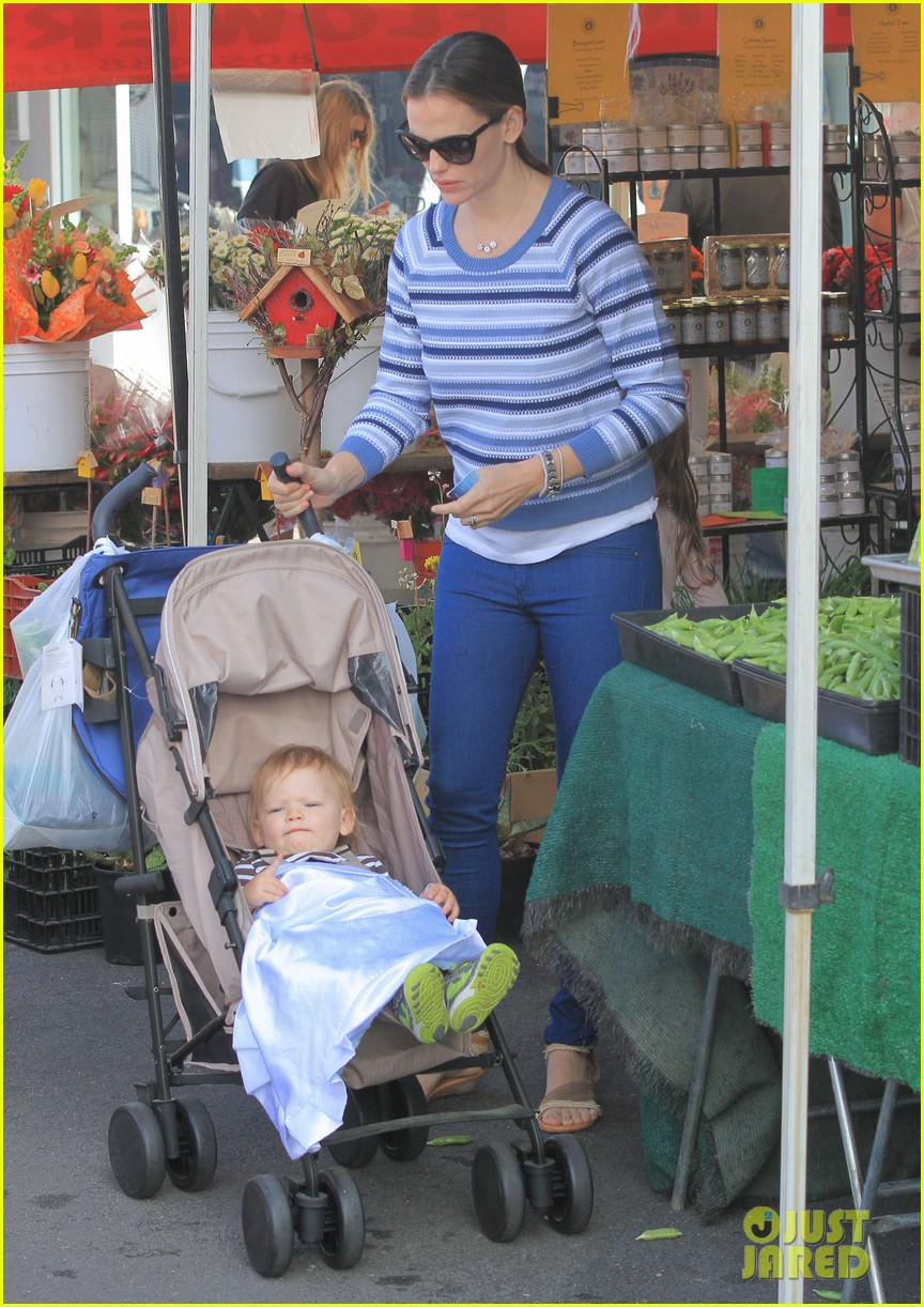 jennifer garner ben affleck farmers market family 09