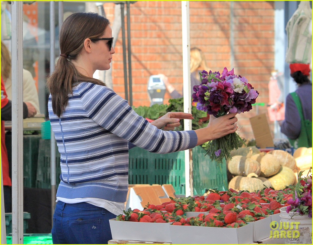 jennifer garner ben affleck farmers market family 10