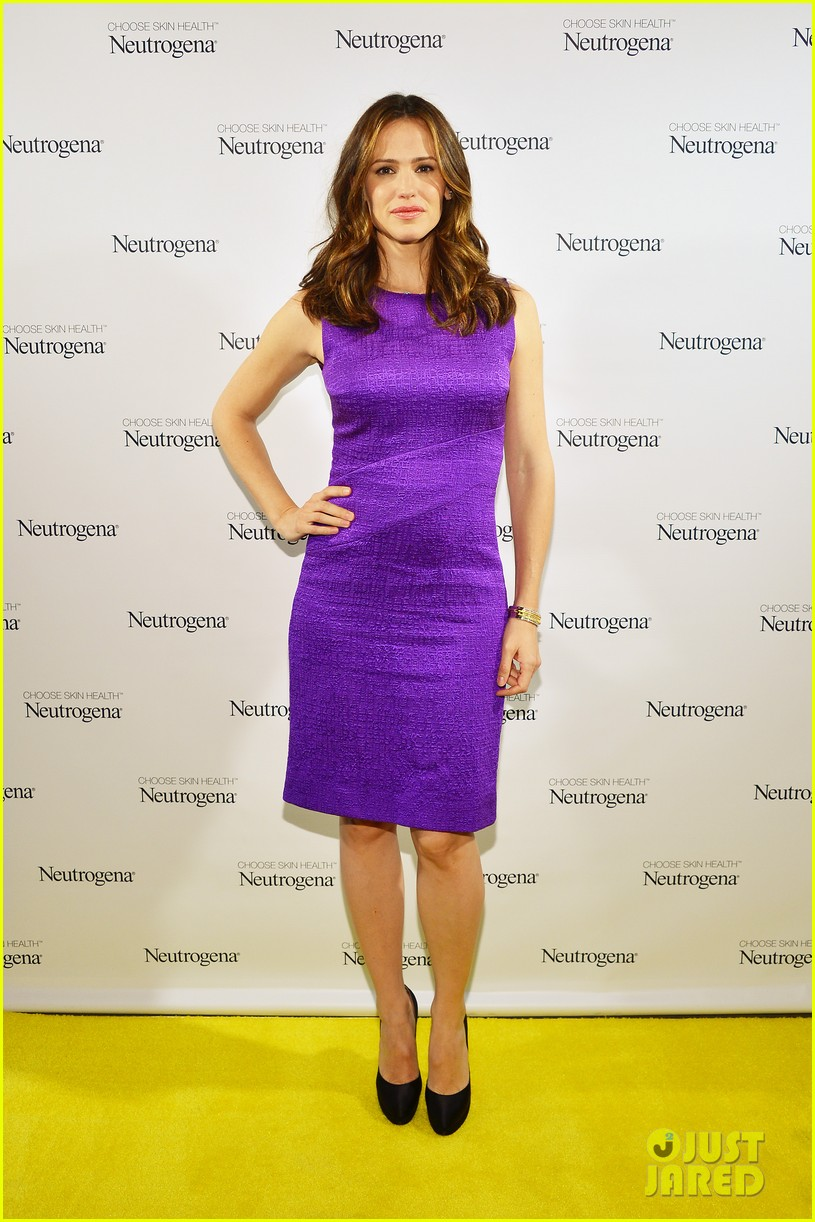 jennifer garner neutrogena sun summit 102830043