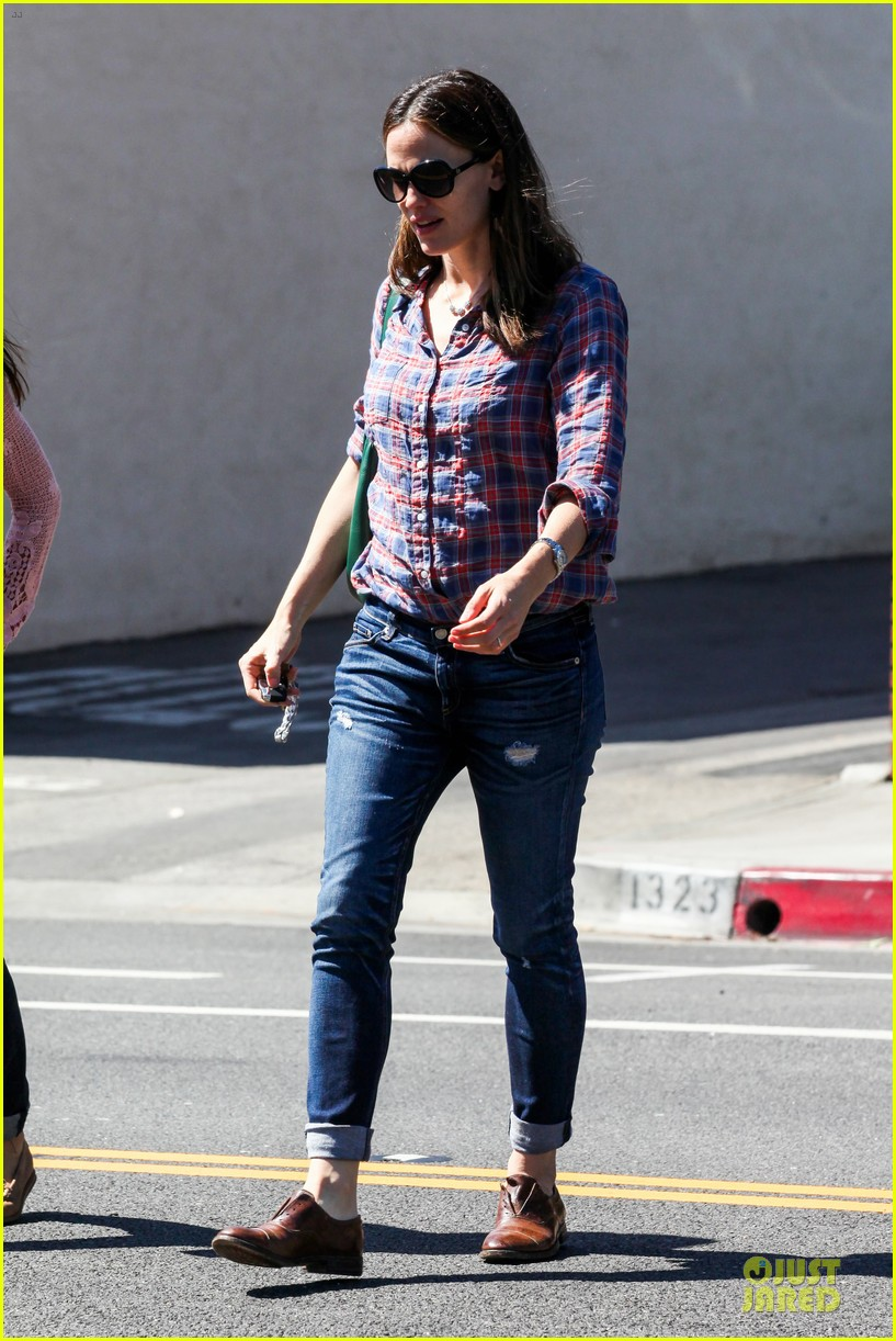 jennifer garner its against the law not wear sunscreen 12