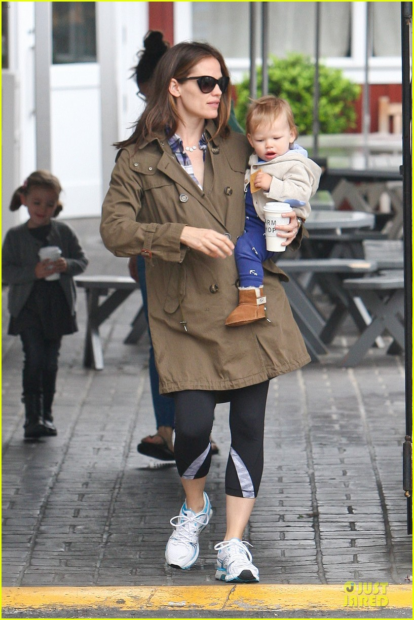 jennifer garner tavern girls night after day with the kids 13