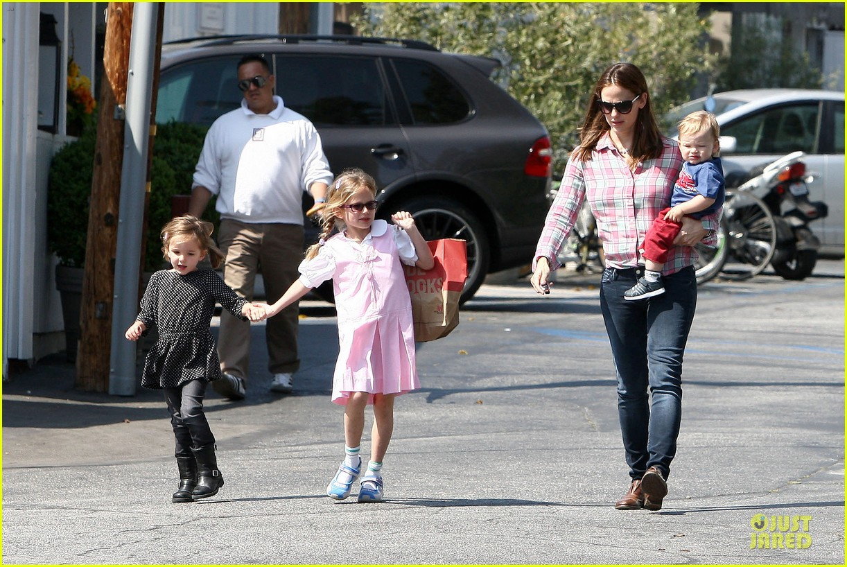 jennifer garner tavern girls night after day with the kids 212840079