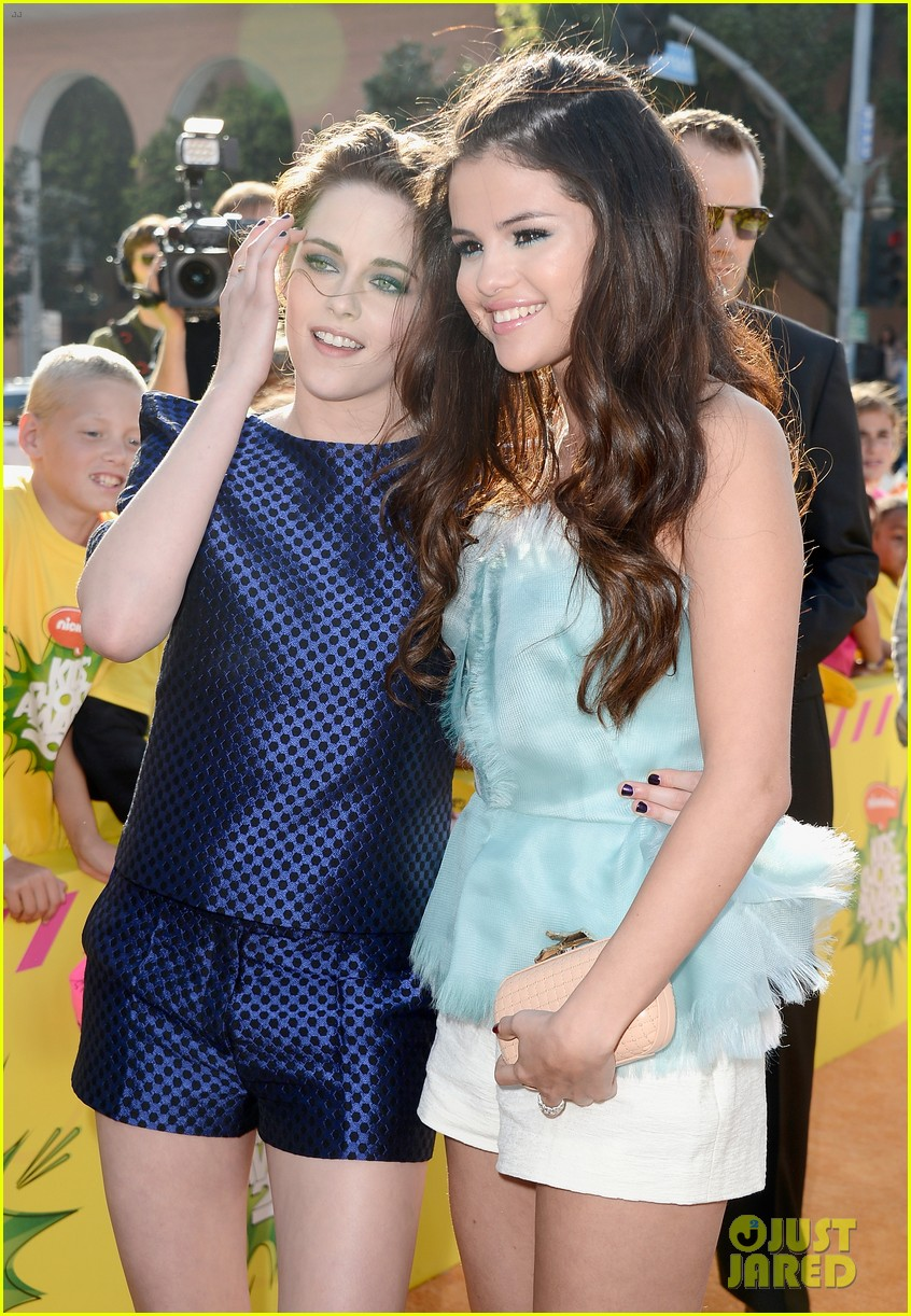 selena gomez kids choice awards 2013 red carpet 082836517