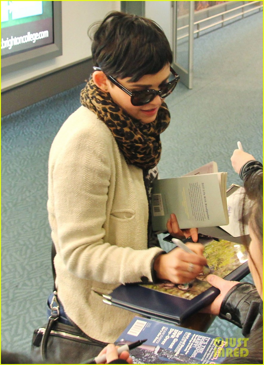 ginnifer goodwin its hard playing two characters on once upon a time 072825539
