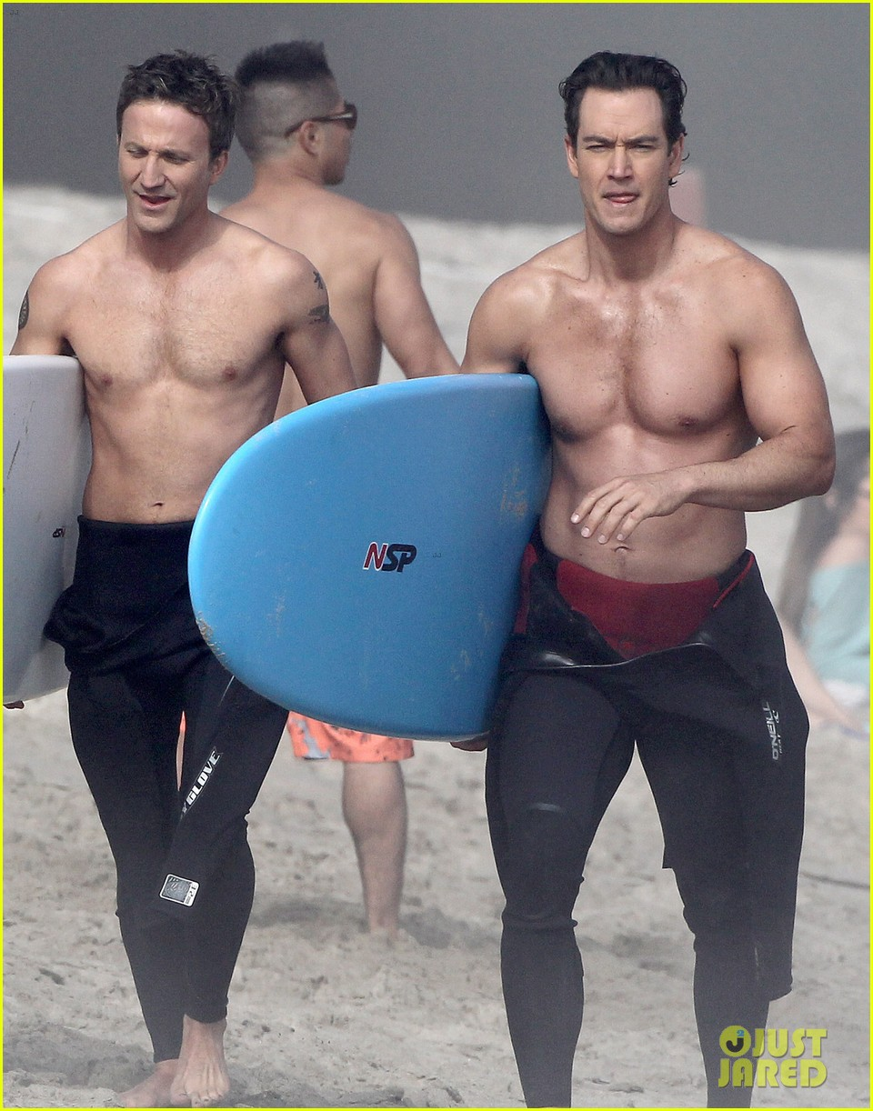 mark paul gosselaar breckin meyer shirtless shirtless on franklin bash set 11