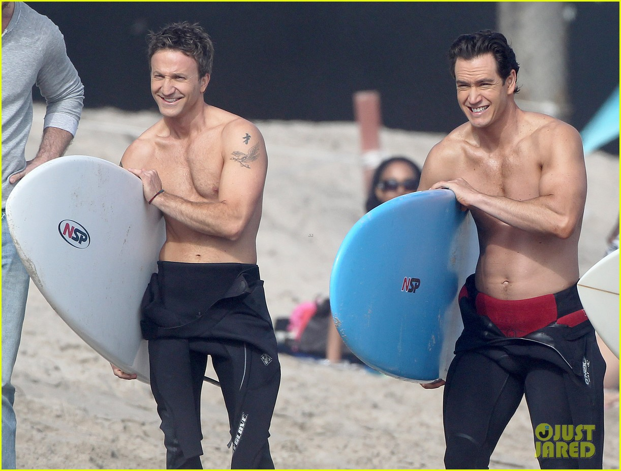 mark paul gosselaar breckin meyer shirtless shirtless on franklin bash set 182829827